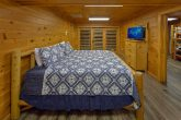6 bedroom cabin rental with 4 King bedrooms
