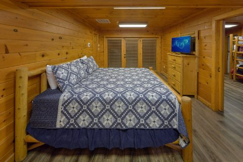 6 bedroom cabin rental with 4 King bedrooms - Top Of The World