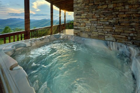 6 Bedroom cabin with Private Hot Tub and Views - Top Of The World