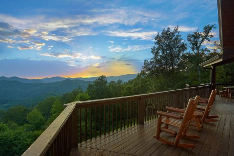 Premium Mountain View from 6 bedroom cabin - Top of the World