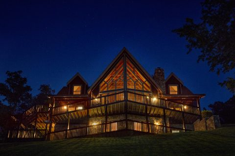 Premier Luxury Cabin Rental with 6 bedrooms - Top of the World