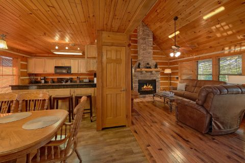 Spacious 4 Bedroom 3 Story Cabin Sleeps 14 - Tranquility