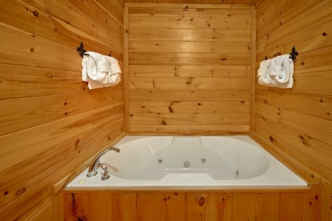 Private Jacuzzi Tub in Master Suite - Tranquility