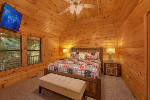 Main Floor Master Suite 4 Bedroom Cabin - Tranquility
