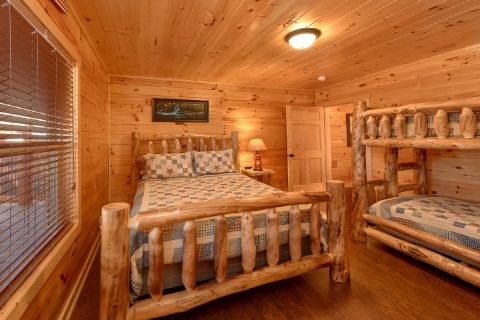 5 Bedroom Cabin with Queen Bunk-Beds - TrinQuility View