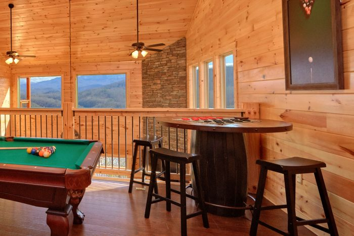 5 Bedroom Pool Cabin with a Checker -Board Table - TrinQuility View