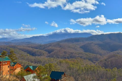 5 Bedroom Cabin with Great Smoky Mountain Views - TrinQuility View