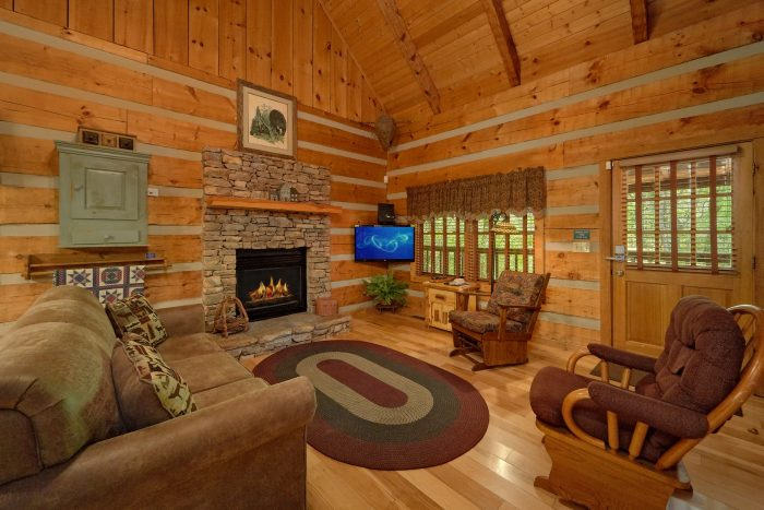 Cozy 1 Bedroom Cabin with Loft in Wears Valley - Turtle Dovin'