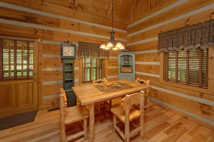 1 Bedroom Cabin with dining room and fireplace - Turtle Dovin'