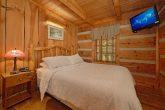 1 Bedroom Cabin with Private queen bedroom