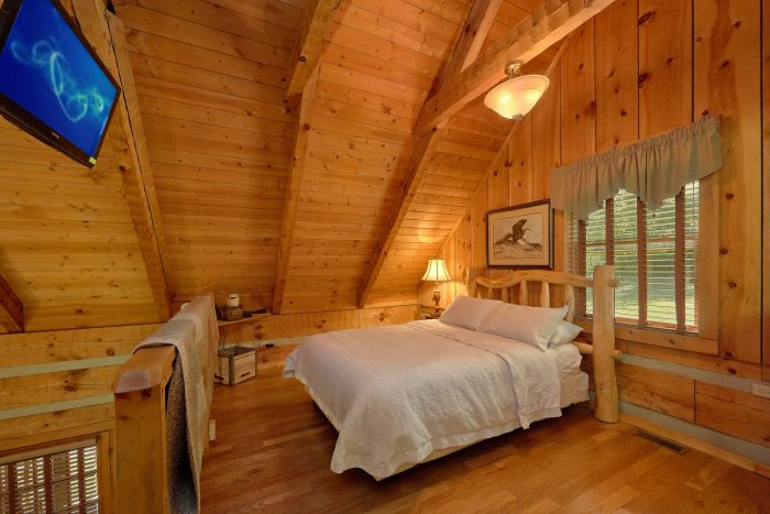 Wears Valley Cabin with queen bedroom in loft - Turtle Dovin'