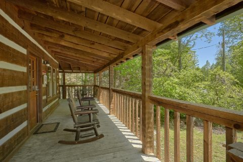 1 Bedroom Cabin with a Wrap-Around Covered Deck - Turtle Dovin'