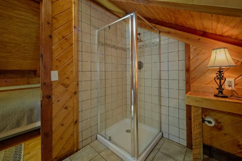 Walk In Shower 2 Bedroom Cabin - Two Cubs Den