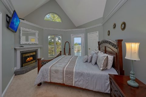 Master Bedroom with Fireplace - Victoria's Queen