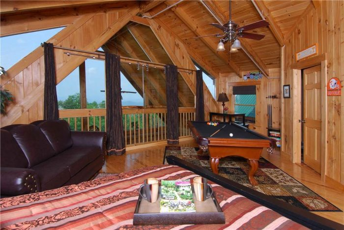 Beautiful 3 Bedroom Gatlinburg Cabin Sleep 12 - View Topia Falls