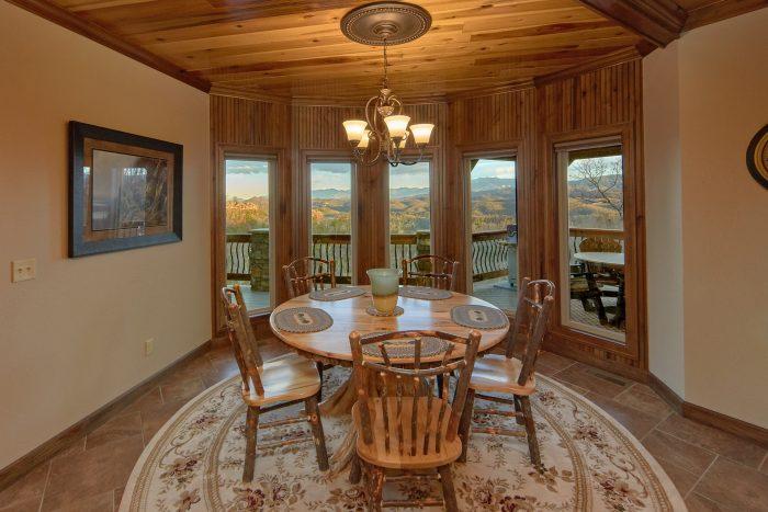 Breakfast Nook overlooking Mountain View - Bluff Mountain Lodge