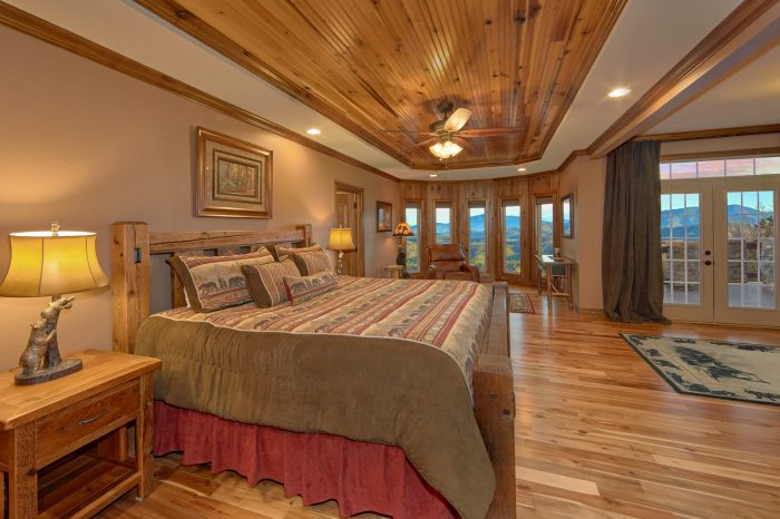 Bedroom with Sitting Area overlooking mountains - Bluff Mountain Lodge