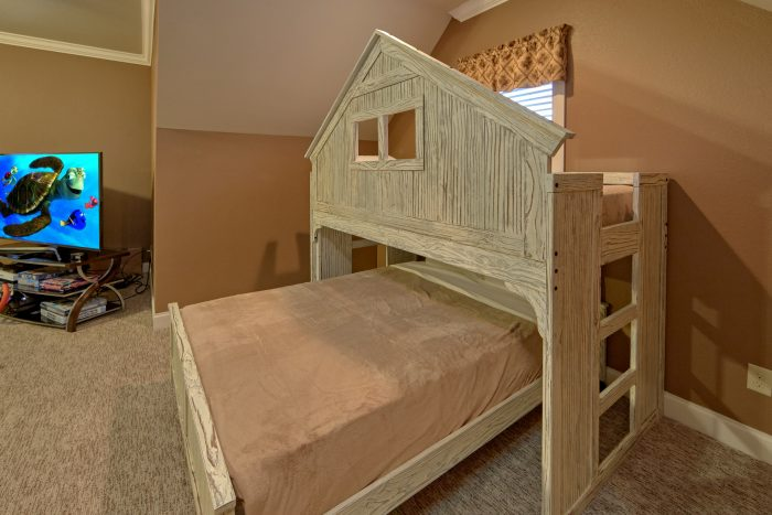 Luxury Cabin with Bunk Beds and Game Room - Bluff Mountain Lodge