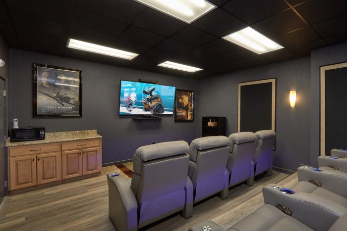 Luxurious 5 Bedroom Cabin with Home Theater - Bluff Mountain Lodge