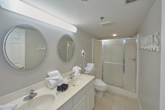 2 Bedroom condo with Private Master Bathroom - Vista View