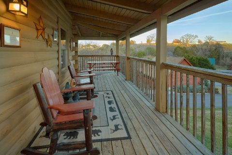 2 Bedroom cabin with rocking chairs on deck - Wander Back Inn