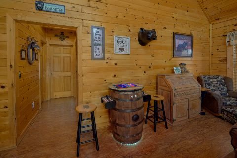 2 bedroom cabin with multi-game arcade game - Wander Back Inn