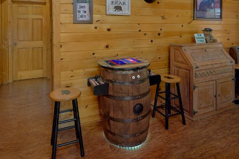 Rustic Cabin with 2 bedrooms and Arcade Game - Wander Back Inn