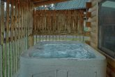 Cozy 2 bedroom cabin with private hot tub