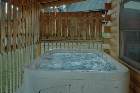 Cozy 2 bedroom cabin with private hot tub - Wander Back Inn