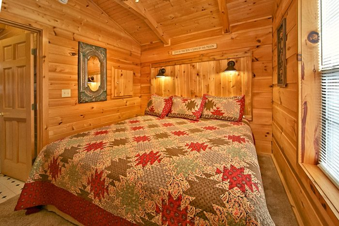 Honeymoon cabin with private king bedroom - Where the Magic Happens
