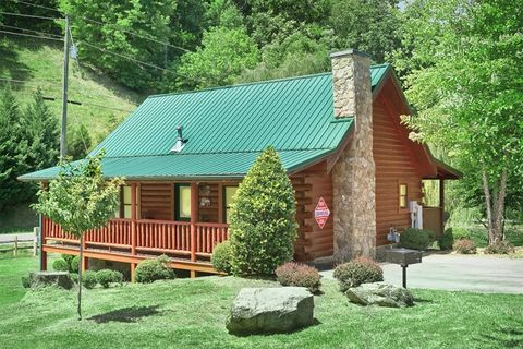 Pigeon Forge 1 Bedroom Cabin near Downtown - Whispering Pond