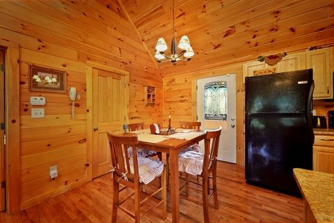 Honey Moon Cozy Cabin Fully Equipped & Furnished - Whispering Pond
