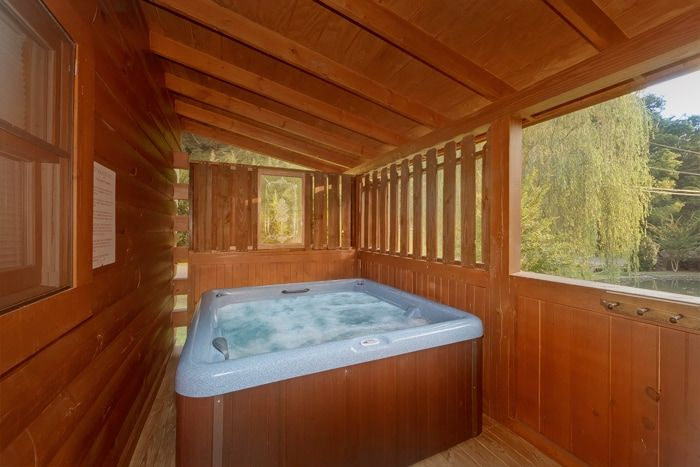 1 Bedroom Cabin with Cozy Outdoor Hot Tub - Whispering Pond