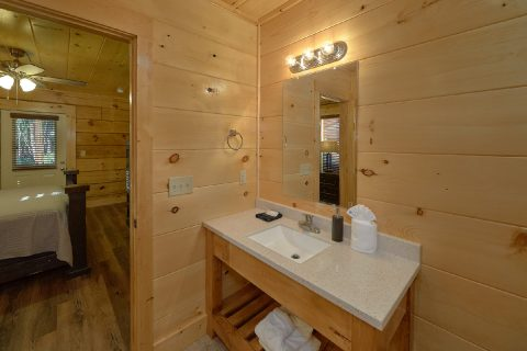 Premium cabin with Master bedrooms on main level - Whistling Dixie