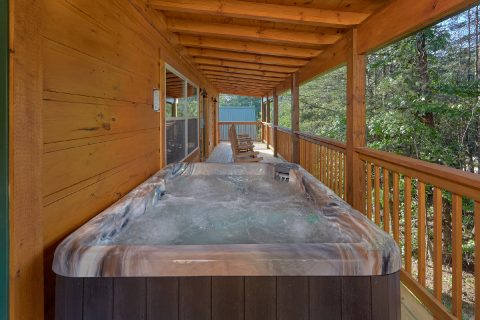 4 bedroom cabin with hot tub and gas grill - Whistling Dixie