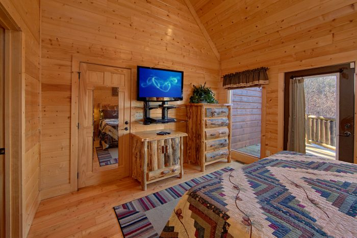 Cabin with 2 King Master Bedrooms on main level - Wilderness Lodge