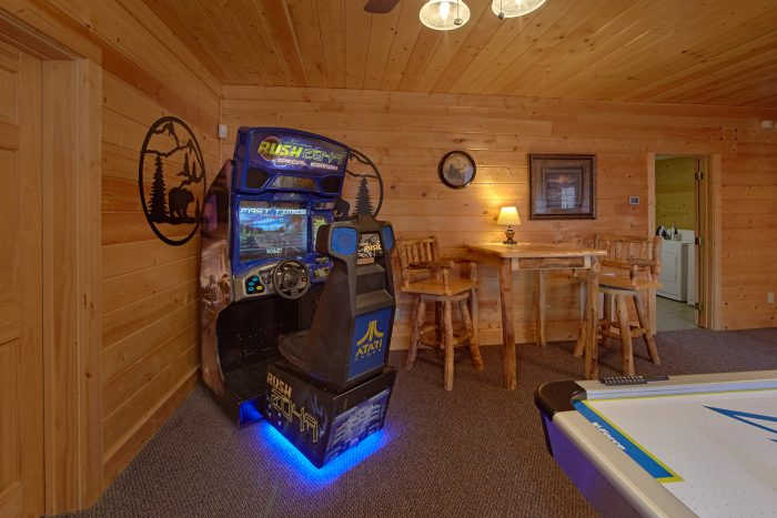 6 Bedroom Cabin with Car Racing Arcade Game - Wilderness Lodge