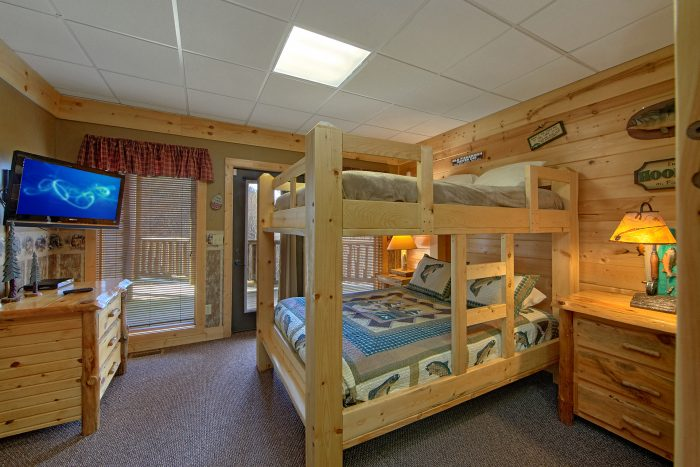 6 Bedroom Cabin with Queen Bunk Beds - Wilderness Lodge