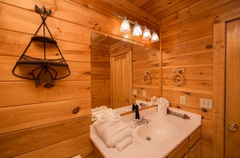 Bunk bedroom for 4 with private bathroom - Wilderness Lodge