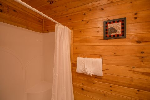 Private bathroom and bunk beds for 4 in cabin - Wilderness Lodge