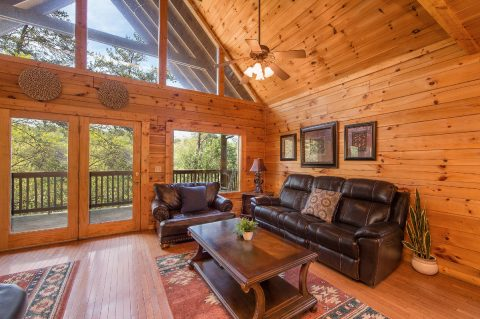 Premium 5 bedroom cabin with Fireplace - Wilderness Lodge