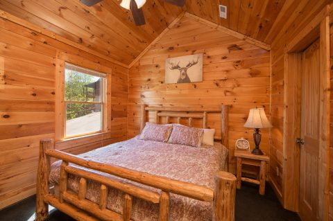 Premium 5 Bedroom cabin with 3 Master Bedrooms - Wilderness Lodge