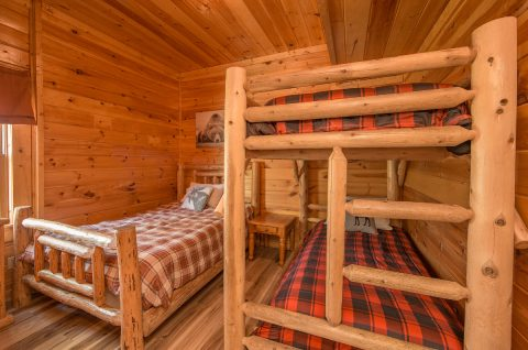 5 bedroom cabin with bunk bedroom - Wilderness Lodge