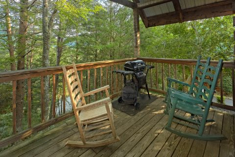 1 Bedroom Cabin Sleeps 4 with Rocking Chairs - Wildflower Haven