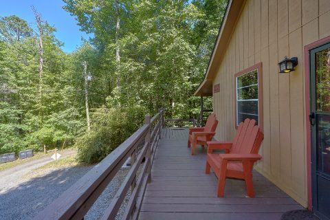 2 Bedroom Pet Friendly Cabin with Yard - Willow Brook