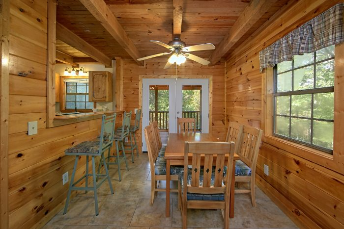 3 Bedroom Cabin Sleeps 10 With Dining Room - Wolves Den