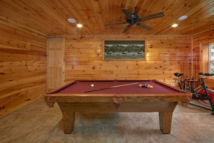 Game Room with Pool Table 3 Bedroom Cabin - Wolves Den