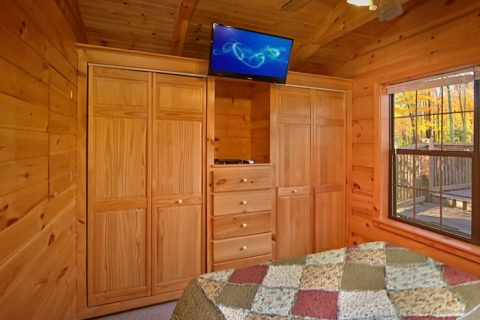 Cabin with Large closets and TV - Wonderland